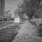 Śnieg na chodniku